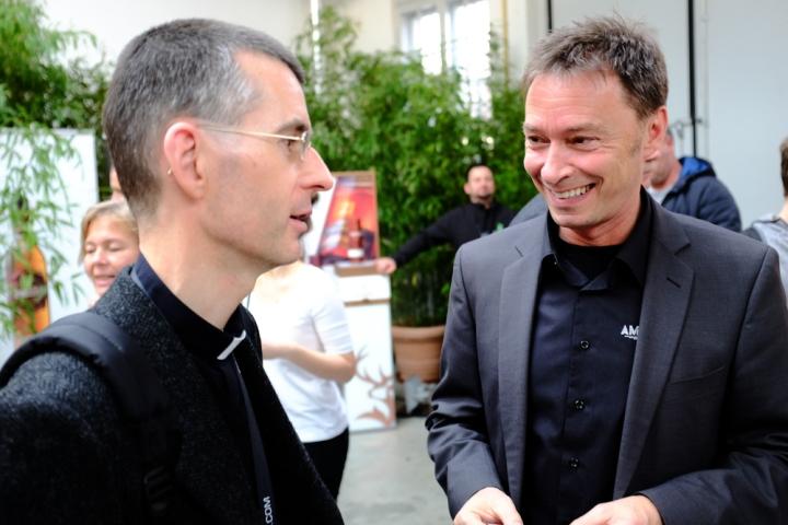 Dr.Rothe mit Helmut Knöpfler von Campari im Gespräch