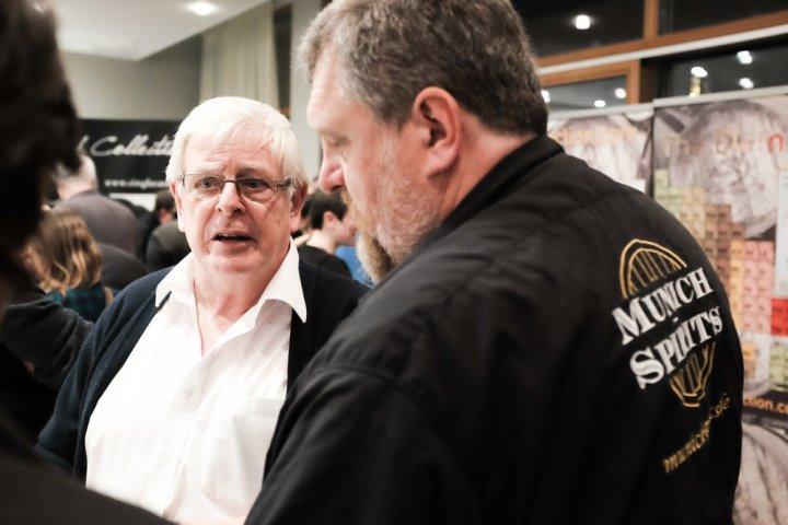 John McDougall im Fachgespräch mit Rudi & Käfer